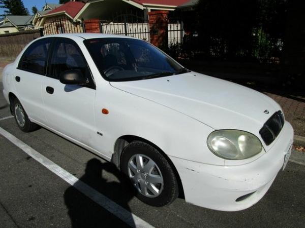 1999 Daewoo Lanos SE White 5 Speed Manual