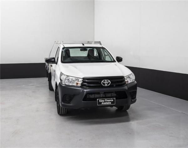 2017 TOYOTA HILUX DUAL CAB UTILITY WORKMATE TGN121R